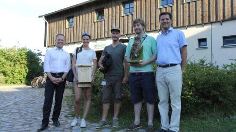 Gemeinsam im Einsatz für die Fledermaus: Die Commerzbank unterstützt Praktikanten