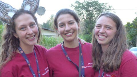 Tatkräftige Unterstützung bei Vorbereitung und Durchführung der Fledermausnacht kam von den drei Umweltpraktikantinnen Emily, Alicia und Viktoria