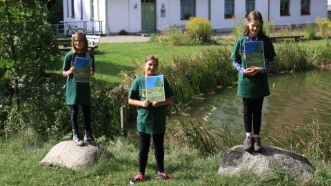Neeltje Witte, Pauline Kracht, Berit Schubert sind nun Junior Ranger