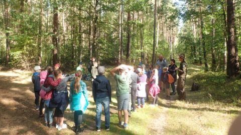 Schulklasse aus Remplin bei Landeswaldtag